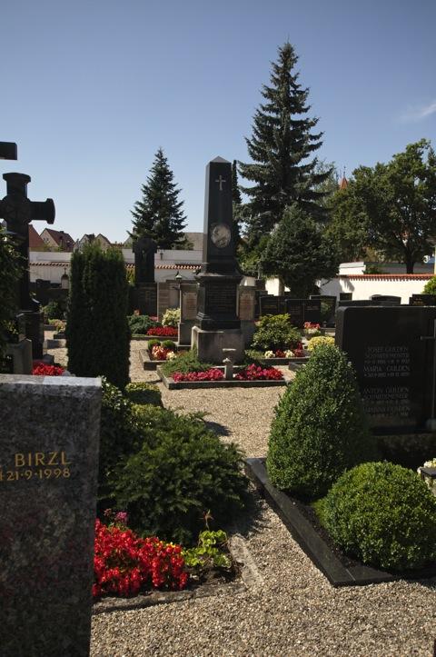 Bild: Auf dem Alten Friedhof von Aichach.