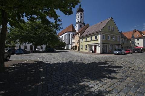 Bild: Unterwegs in der historischen Innenstadt von Aichach.
