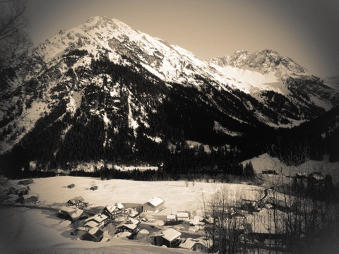 Bild: Blick vom Allgäu Stern Hotel in Sonthofen auf die Allgäuer Alpen.
