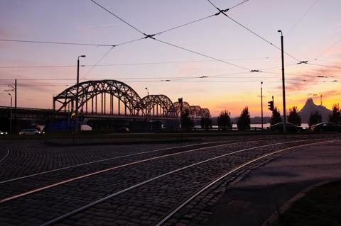 Bild: Eisenbahnbrücke über die Daugava in Riga.
