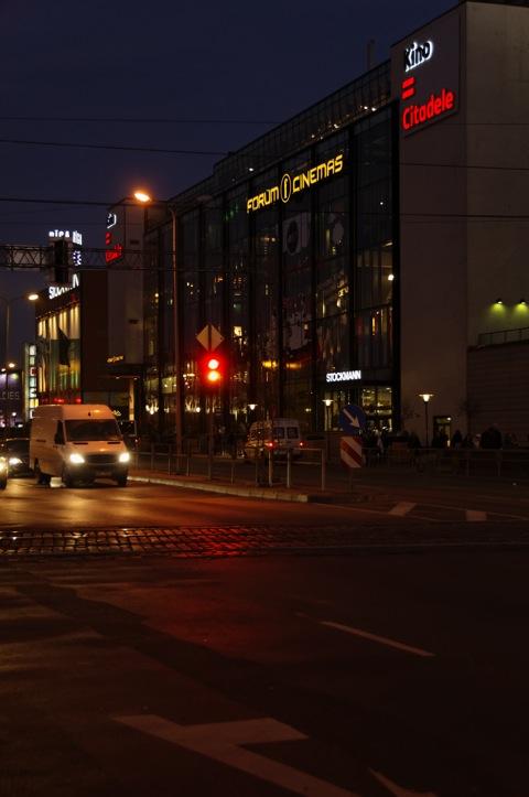 Bild: Modernes Kino am Hauptbahnhof von Riga.