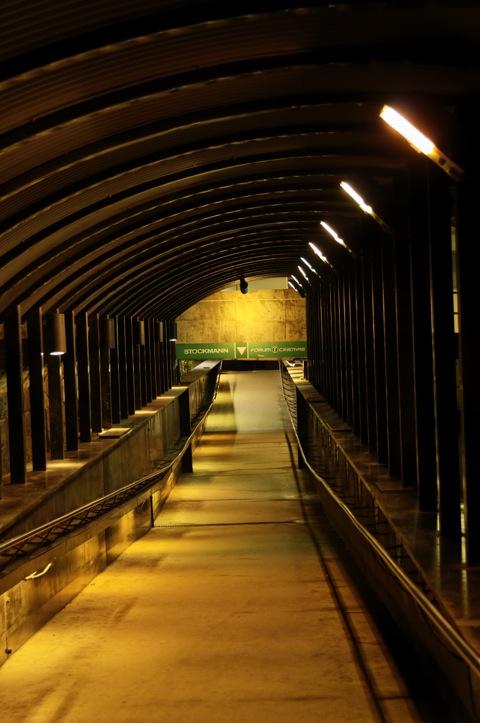 Bild: Unterführung zum Kaufhaus STOCKMANN am Hauptbahnhof von Riga.
