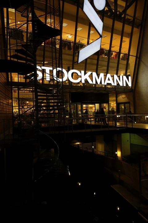 Bild: Das Kaufhaus STOCKMANN in Riga bietet eine gut sortierte Lebensmittelabteilung und internationale Mode - selbstverständlich zu internationalen Preisen.