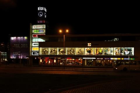 Bild: Einkaufsmeile am Hauptbahnhof von Riga.