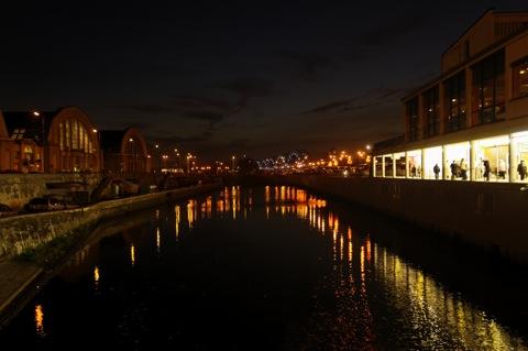 Bild: Kanal an den Großmarkthallen von Riga.