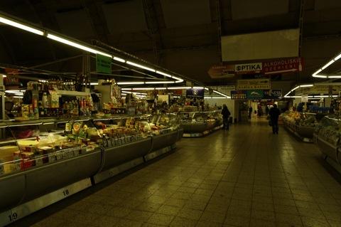 Bild: Abend in den Großmarkthallen von Riga.