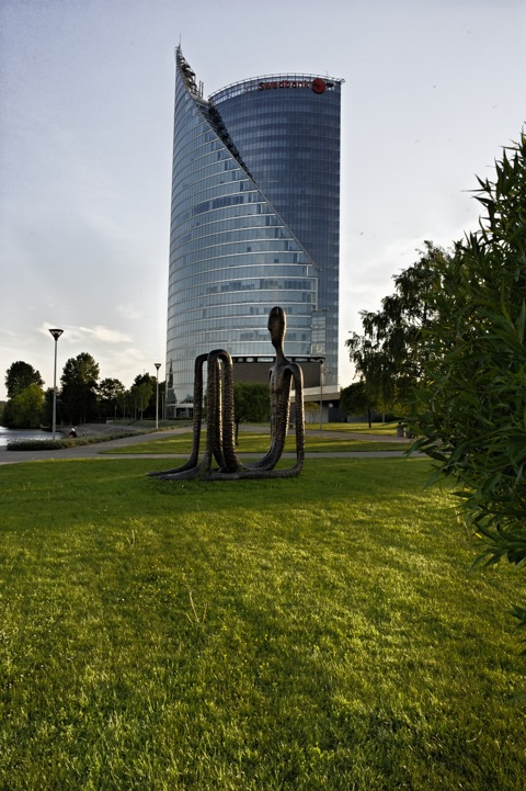 Bild: Der Tower der Swedbank. NIKON D700 mit CARL ZEISS Distagon T* 2,8/25 ZF.