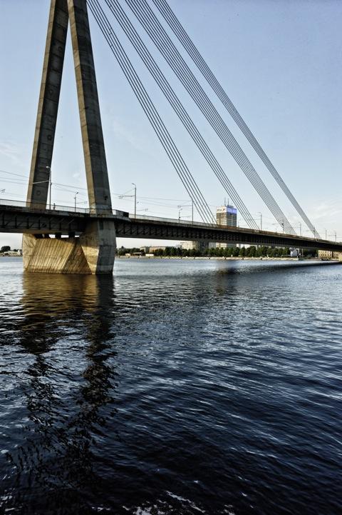 Bild: Vanšu Brücke und Samsung Hochhaus. NIKON D700 mit CARL ZEISS Distagon T* 2,8/25 ZF.