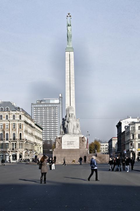 Bild: Das Freiheitsdenkmal von Riga. Blick Richtung Osten.