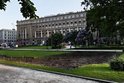 Bild: Das Hotel Riga vom Stadtkanal aus gesehen.