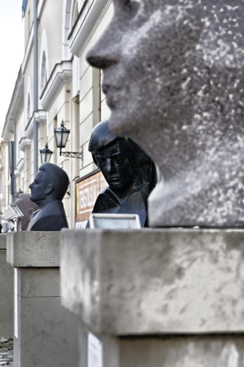 Bild: Moderne Kunst an den Jakobskasernen in der Torņa iela in Riga.