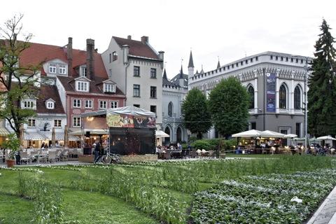 Bild: Am Livenplatz in Riga am Abend des 26.05.2012. Feierstimmung.