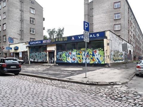 <br />Bild: An manchen Stellen ist der Verfall in Riga auch nahe der Altstadt nicht zu übersehen. OLYMPUS µTough-6020.