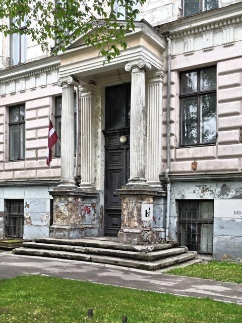 Bild: Wie etwa an diesem klassizistischem Haus in der Ausekla iela. OLYMPUS µTough-6020.