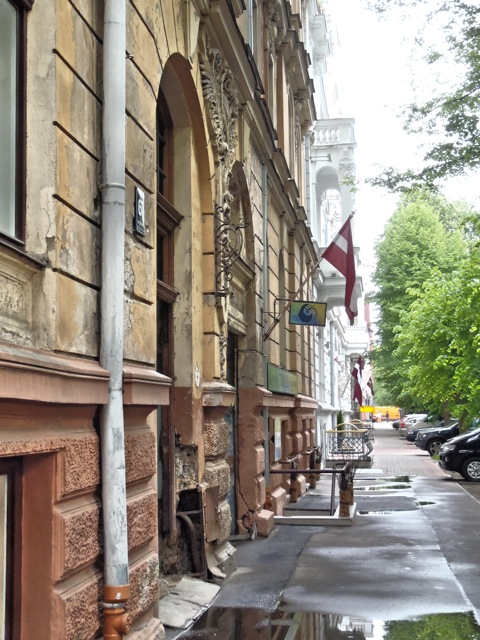 Bild: Während das Nachbarhaus schon mal restauriert werden müsste. OLYMPUS µTough-6020.