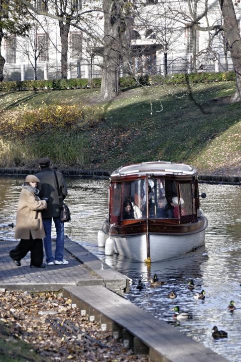 Bild: Ausflugskahn auf dem Stadtkanal von Riga.