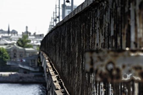 Bild: Die Vanšu Brücke in Riga. NIKON D700 mit CARL ZEISS Distagon T* 3,5/18 ZF.2 ¦¦ ISO200 ¦ f/3.0 ¦ 1/200 s ¦ FX 18 mm.