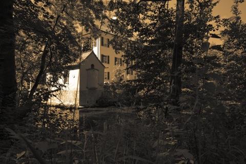 sisi_schloss_2011-07-16_01Bild: Am Sisi-Schloss in Unterwittelsbach bei Aichach.