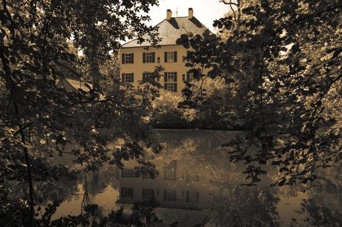 sisi_schloss_2011-07-16_02Bild: Am Sisi-Schloss in Unterwittelsbach bei Aichach.