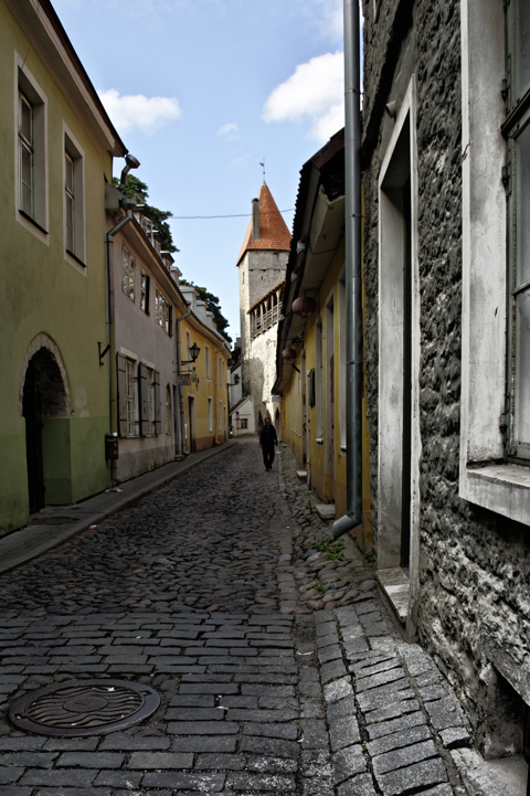 Bild: Stadtmauer an der Aia Straße in Tallinn. NIKON D700 mit AF-S NIKKOR 28-300 mm 1:3,5-5,6G ED VR ¦¦ ISO200 ¦ f/9 ¦ 1/100 s ¦ FX 28 mm.