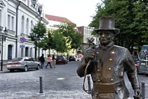 Bild: Schornsteinfeger in Tallinn. NIKON D700 mit AF-S NIKKOR 28-300 mm 1:3,5-5,6G ED VR ¦¦ ISO400 ¦ f/5 ¦ 1/250 s ¦ FX 100 mm.