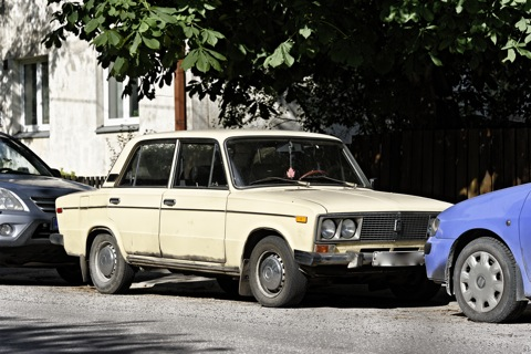 Bild: Unterwegs im Tallinner Stadtbezirk Kelmiküla mit NIKON D700 und AF-S NIKKOR 28-300 mm 1:3,5-5,6G ED VR.