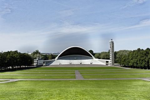 Bild: Auf der Sängerfestwiese in Tallinn - die Bühne - mit NIKON D700 und AF-S NIKKOR 28-300 mm 1:3,5-5,6G ED VR.