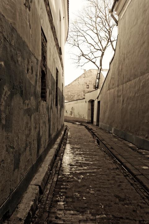 Bild: Unterwegs in den Gassen der Altstadt von Vilnius. NIKON D700 mit AF-S NIKKOR 28-300 mm 1:3.5-5.6G ED VR.