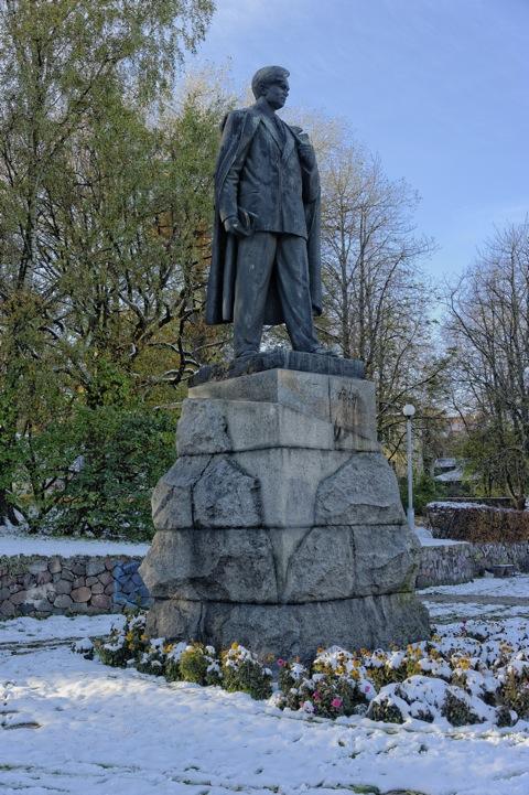Bild: Die Litauer lieben ihre Helden - Das Denkmal von Petro Cvirkos an der Pylimo gatvė. NIKON D700 mit AF-S NIKKOR 28-300 mm 1:3.5-5.6G ED VR.