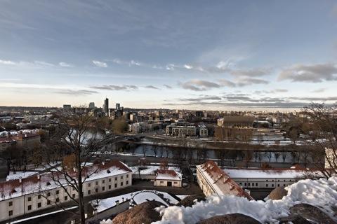 Bild: Blick vom Burgberg in Vilnius auf die Neustadt am rechten Ufer der Neris. NIKON D700 mit CARL ZEISS Distagon T* 3.5/18 ZF.2.