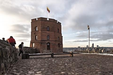 Bild: Der Gediminas Turm auf dem Burgberg von Vilnius. NIKON D700 mit CARL ZEISS Distagon T* 3.5/18 ZF.2.