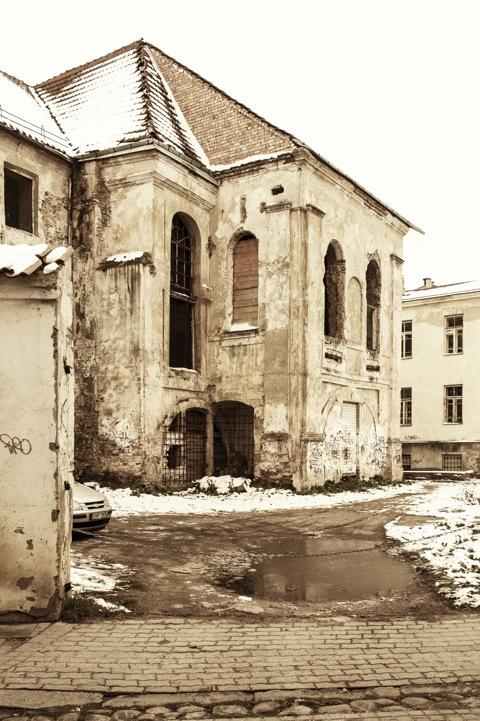 Bild: Ebenfalls m westlichen Teil der Altstadt Vilnius befinden sich die Ruinen des ehemaligen Dominikanerklosters, hier von der Šv. Ignoto Gatve fotografiert. NIKON D700 mit CARL ZEISS Distagon T* 2.8/25 ZF.
