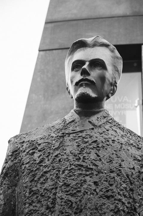 Bild: Denkmal zu Ehren des Dichters der Nationalhymne Litauens, Vincas Kudirka.