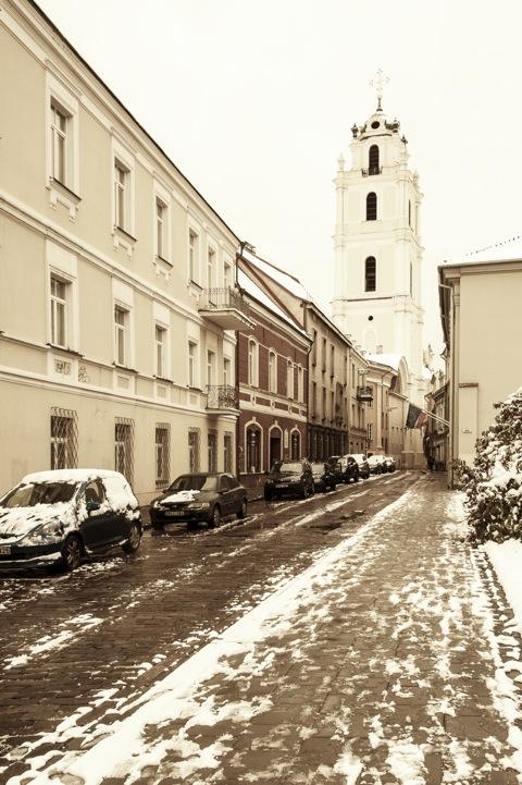 Bild: Die St. Johanniskirche in der Šv. Jono gatvė in Vilnius. NIKON D700 mit AF-S NIKKOR 28-300 mm 1:3.5-5.6G ED VR.