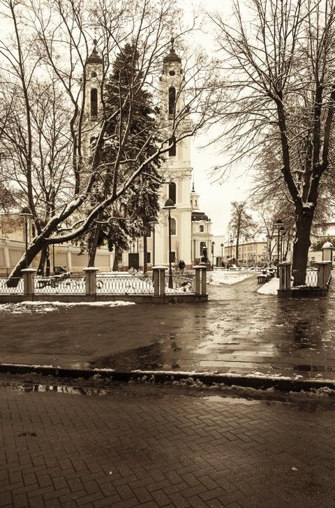 Bild: Im westlichen Teil der Altstadt Vilnius befindet sich die St. Katharinenkirche, hier von der Vilniaus gatvė aus fotografiert. NIKON D700 mit AF-S NIKKOR 28-300 mm 1:3.5-5.6G ED VR.