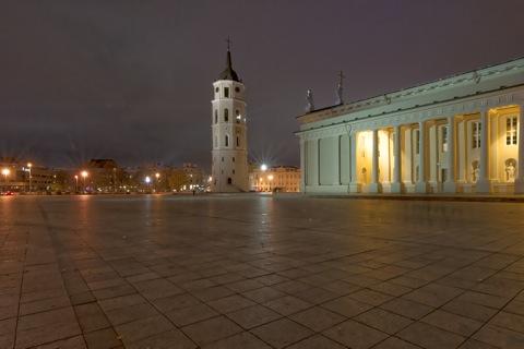 Bild: Die klassizistische Kathedrale St. Stanislaus an der Katedros aikštė in Vilnius. NIKON D700 mit CARL ZEISS Distagon T* 3.5/18 ZF.2.