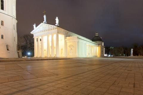 Bild: Die Kathedrale St. Stanislaus an der Katedros aikštė in Vilnius wurde von Laurynas Gucevičius erbaut. NIKON D700 mit CARL ZEISS Distagon T* 3.5/18 ZF.2.
