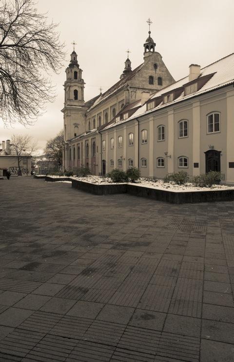 Bild: Die Kirche des Erzengels Michael in der Neustadt von Vilnius. NIKON D700 mit AF-S NIKKOR 28-300 mm 1:3.5-5.6G ED VR.