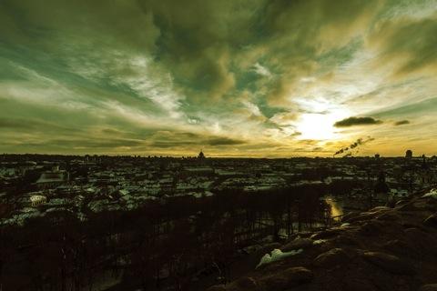 Bild: Spätherbstlicher Sonnenuntergang über Vilnius. NIKON D700 mit CARL ZEISS Distagon T* 3.5/18 ZF.2.
