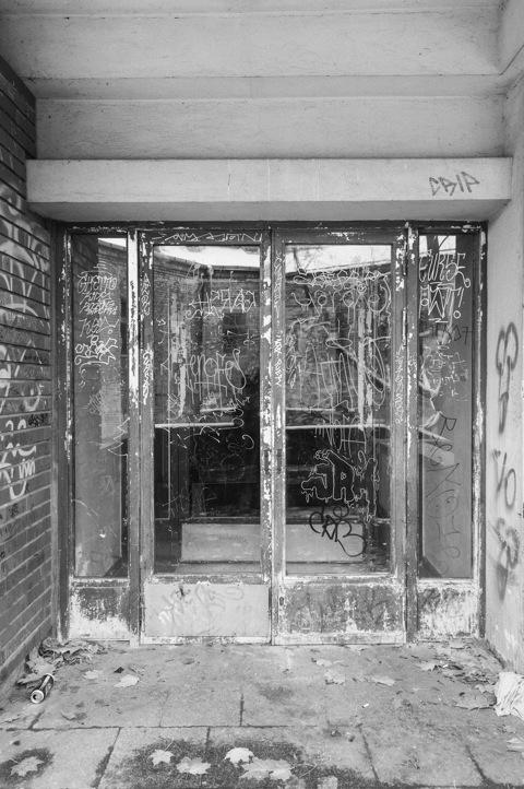 Bild: Auch Wohnblöcke sind in Užupis mit Grafity verkünstelt.