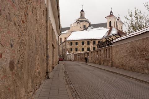 Bild: Verfallener Straßenzug in der Altstadt von Vilnius.