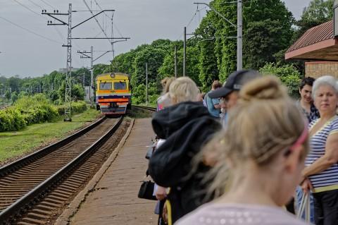 Bild: Nahverkehrszug in Lettland. NIKON D700 mit TAMRON SP 24-70mm F/2.8 Di VC USD. ISO 200 ¦ f/5,6 ¦ 70 mm ¦ 1/500 s ¦ kein Blitz. Klicken Sie auf das Bild um es zu vergrößern.
