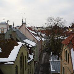 Bild: In der Altstadt von Tallinn sind die Häuser eng ineinander geschachtelt.