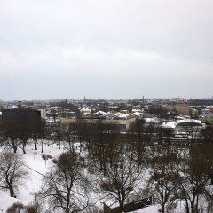 Bild: Blick vom Domberg auf den Bahnhof von Tallinn und Põhja-Tallinn.