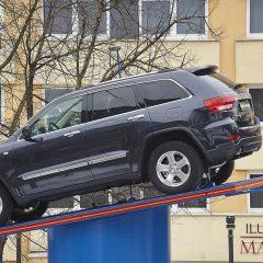 Bild: Jeep Grand Cherokee in der Neustadt von Tallinn.
