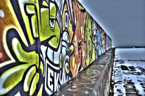 Bild: Graffitti an der verfallenen Linnahall - der Stadthalle - in Tallinn.