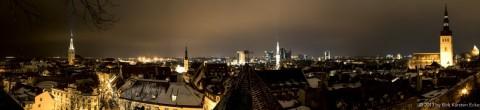 Bild: Panorama von Tallinn bei Nacht. Klicken Sie auf das Bild, um es zu vergößern.