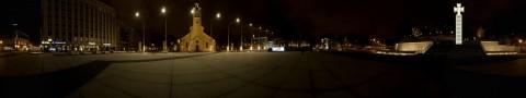 Bild: 360-Grad-Panorama vom Vabaduse Väljak - dem Freiheitsplatz der Esten in Tallinn. Die zentralen Elemente dieses Platzes sind das Okkupationsmuseum (Okupatsioonide Muuseum), das Siegeskreuz (Vabadussõja Võidusammas) und die Jaani Kirche (Jaani Kogudus). Klicken Sie auf das Bild um es zu vergrößern.