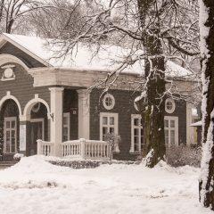 Bild Holzhaus in der Weizenbergi im Stadtteil Kadriorg - die Architektur aus der Zarenzeit passt irgendwie zum Wetter.