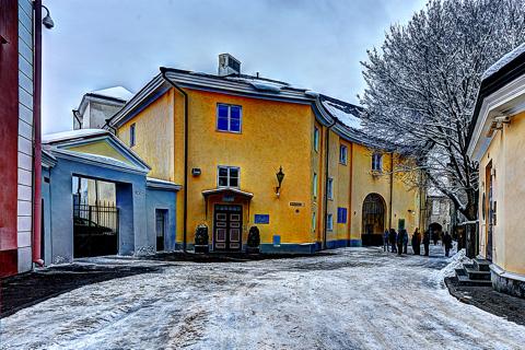 Bild: Und aus dieser Perspektive kennen das Stenbockhaus die wenigsten. Eingang zum Gebäudekomplex in der Rahukohtu auf dem Domberg.